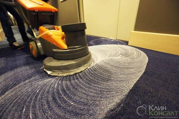 Чистка коврового покрытия офиса